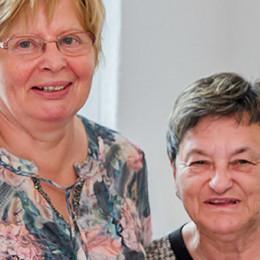Zwei weibliche Mitglieder des Ortsvereins Zarrentin